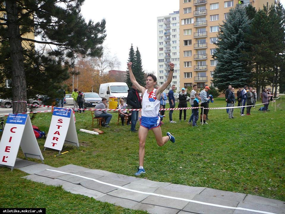 obr: Školský šampionát v cezpoľnom behu ovládol Žiarčan