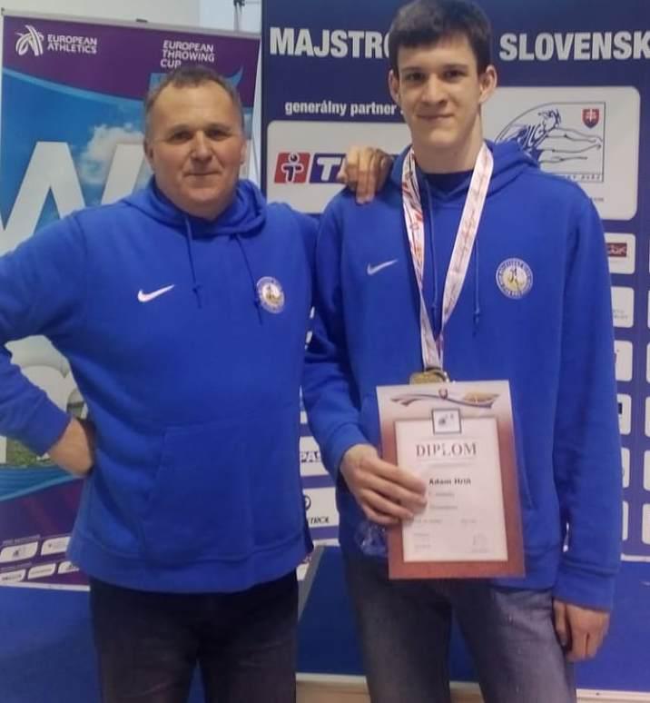 obr: Adam Hriň so zlatou medailou z M-Slovenska dorastencov