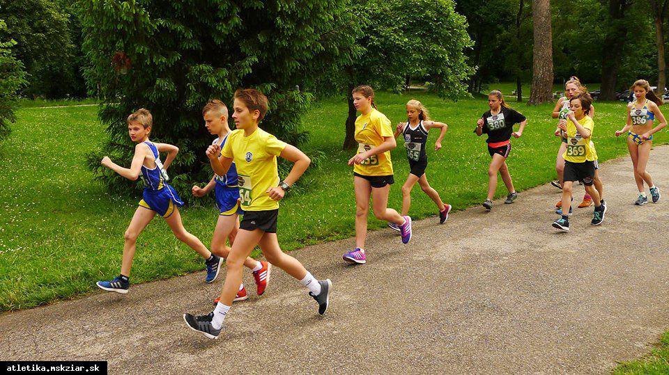obr: Naši chodci na medzinárodných pretekoch v Hlohovci
